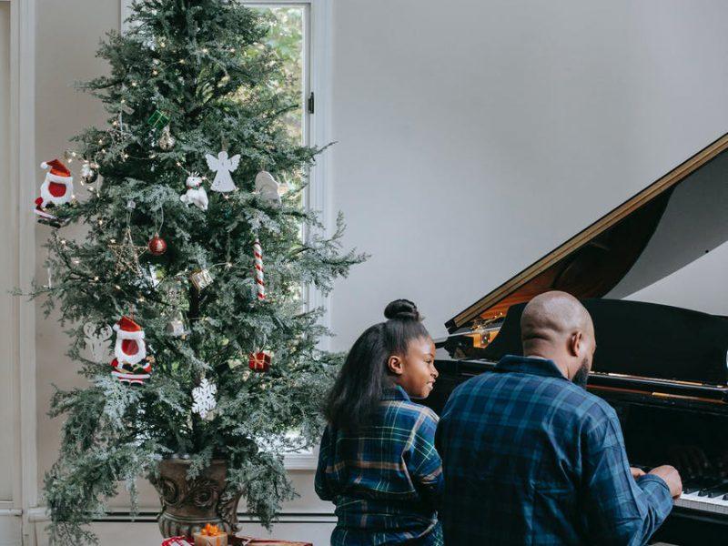 Met online bestellen heb je geen last meer van kerstboom naalden in je auto